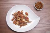 식용곤충 스낵 - 이더블버그가 선보이는 넛츠앤벅스 (치즈맛/양파맛)