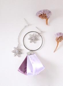 웨이웨이 꽃을 단 한복 귀걸이